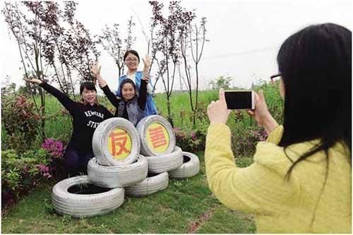 长沙:旧轮胎创意变出新风景