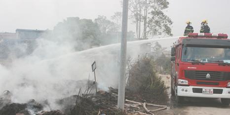 汽车轮毂螺丝玉林轮胎堆起火殃及民房