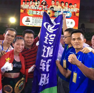 玲珑赞助女拳手获得IBO金腰带