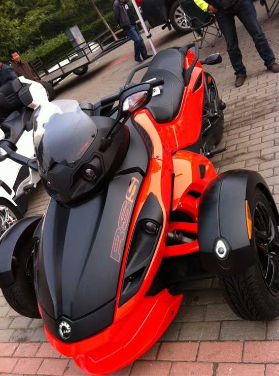 """""""拉风""""的三轮摩托车"""