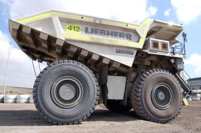 利勃海尔t282b_世界最大的轮胎